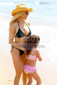 Tess Broussard and Daughter Ava Sighted at Malibu Beach on August 30, 2012